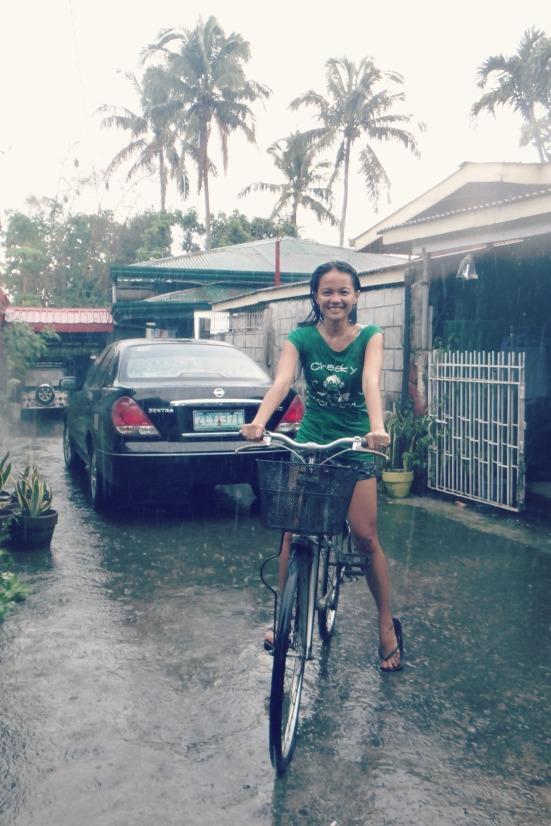first rain-bath ever :3